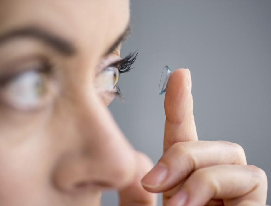 Lentille de contact pour les astigmates